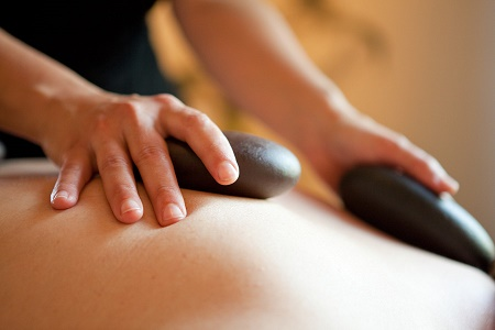 massage-with-hot-stones